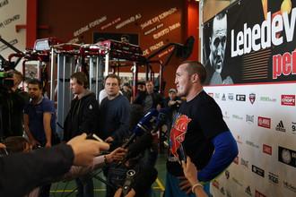 Денис Лебедев во время открытой тренировки