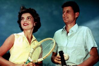 Жаклин Кеннеди Онассис с тогда еще сенатором Джоном Кеннеди, 27 июня 1953 года