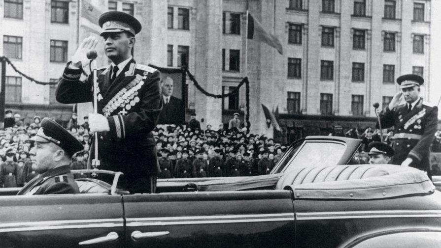 Командующий войсками Одесского военного округа генерал-полковник А.Х. Бабаджанян. Одесса, 1960-е гг.