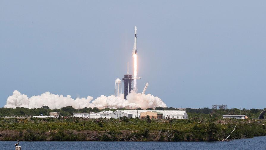 Во время запуска космического корабля Crew Dragon на стартовой площадке на мысе Канаверал, штат Флорида, США, 30 мая 2020 года