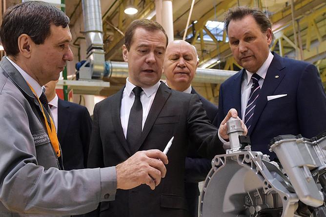 Дмитрий Медведев во время посещения завода ОАО «АвтоВАЗ»