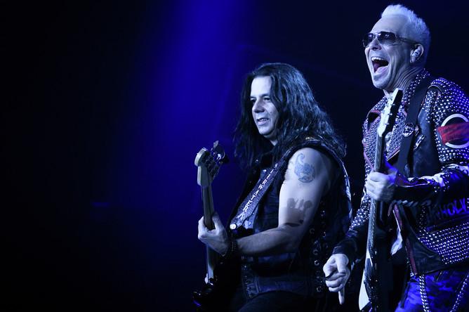 Гитаристы группы Scorpions Маттиас Ябс и Рудольф Шенкер (справа)