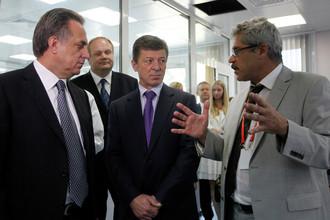 Григорий Родченков (справа), Виталий Мутко (слева), Юрий Нагорных (второй слева) и Дмитрий Козак в Антидопинговом центре в 2013 году
