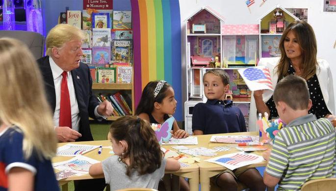 Трамп не справился с раскрашиванием флага США