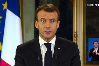 Президент Франции Эммануэль Макрон во время обращения к нации (кадр из видео)