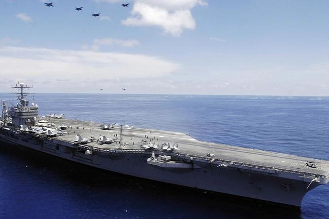 Авианосец USS Abraham Lincoln ВМС США