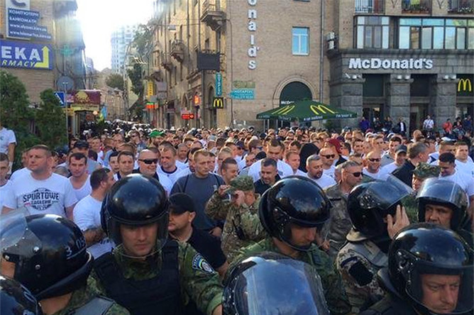 Столкновения фанатов в центре Киева