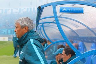 Мирча Луческу во время матча с «Локомотивом» в первом туре