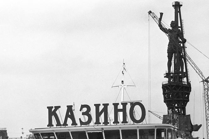 Памятник Петру I работы Зураба Церетели, 1996 год