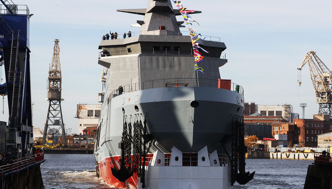 Головной патрульный корабль ледового класса «Иван Папанин» проекта 23550 после спуска на воду на предприятии «Адмиралтейские верфи», 25 октября 2019 года