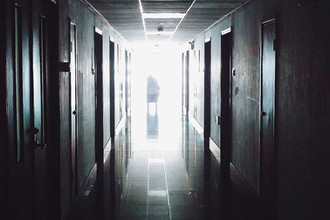 «Привязали и избили»: кто виноват в смерти пациента наркологии