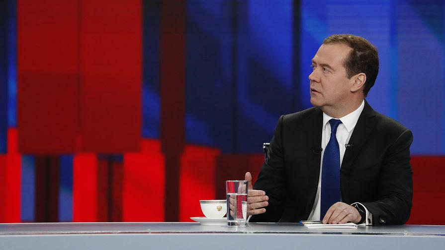 Председатель правительства России Дмитрий Медведев во время интервью российским телеканалам в Москве, 5 декабря 2019 года