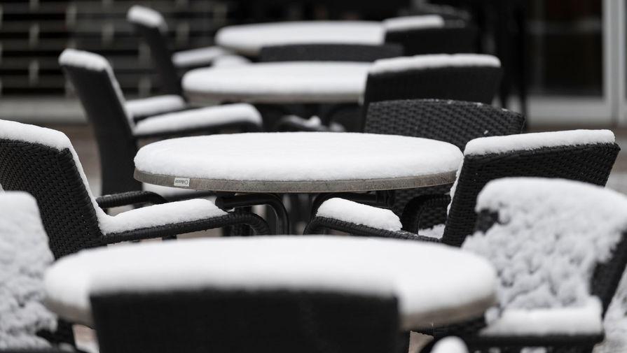 Рестораторы негативно оценили решение властей Петербурга о зимних террасах