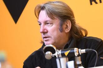 Музыкант и композитор Юрий Лоза во время интервью, 2019 год