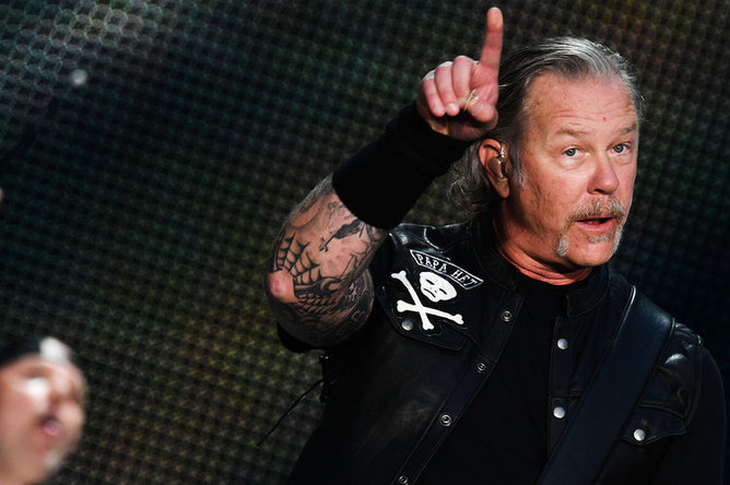 Джеймс Хетфилд (вокал, ритм-гитара) во время выступления на концерте рок-группы Metallica на Большой спортивной арене «Лужники», 21 июля 2019 года
