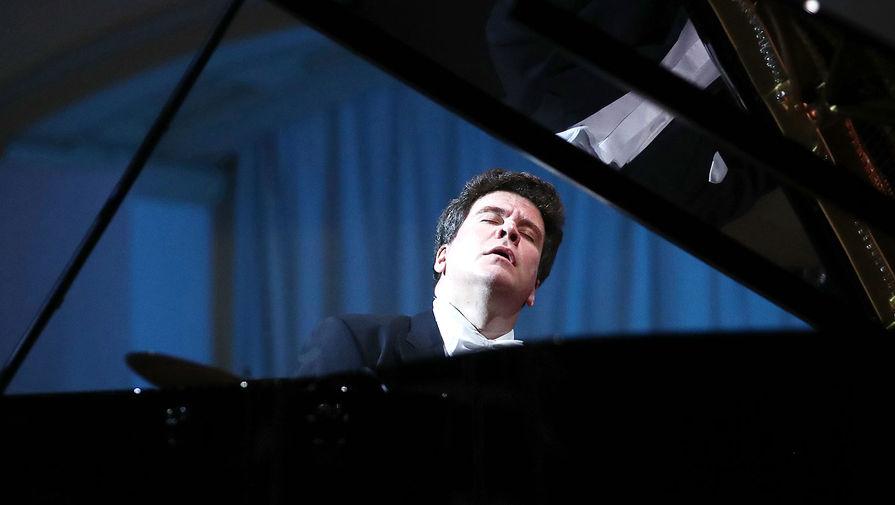 Денис Мацуев во время прямой трансляции из пустого Концертного зала им. П.И. Чайковского, 20 марта 2020 года