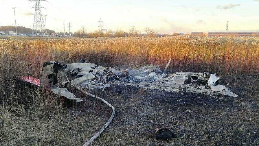 Обломки частного самолета Cessna на месте крушения возле поселка Чкалово в Подмосковье, 7 ноября 2020 года