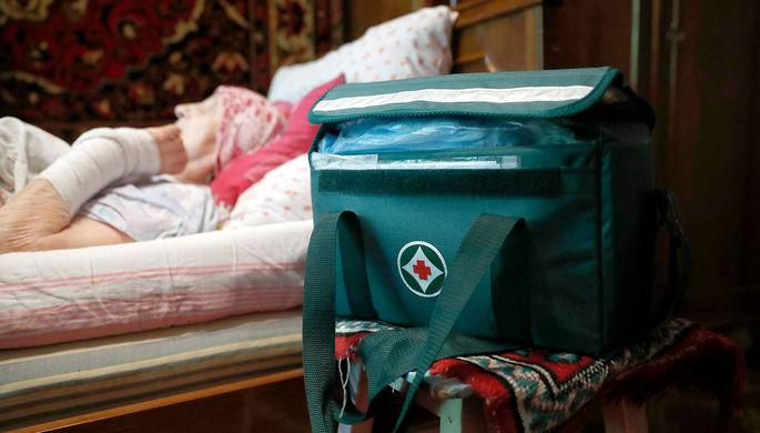 «Разносчики инфекций»: тяжелобольных могут временно оставить без соцпомощи