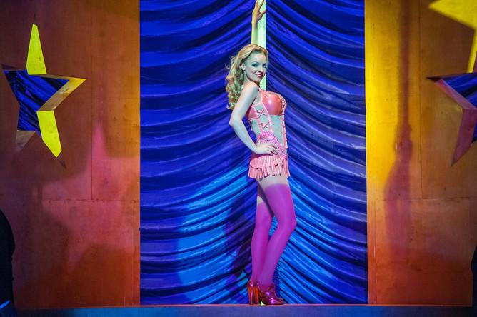 Сцена из шоу Нью-йоркской городской оперы «Анна Николь»