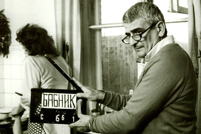 Анатолий Эйрамджан во время съемок фильма «Бабник», 1990 год