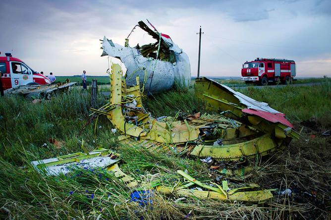 На месте крушения рейса MH17 Malaysia Airlines 17 июля 2014 года