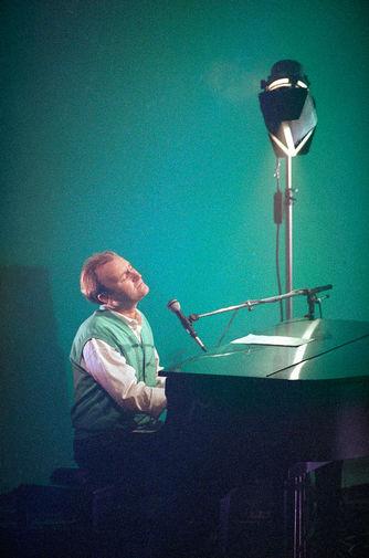 В 1980-х артист сосредоточился на сольной карьере, не покидая Genesis. Его дебютный альбом «Face Value» был высоко оценен критиками, а песня «In the Air Tonight» стала визитной карточкой музыканта