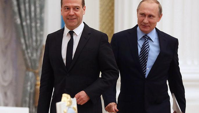 Дмитрий Медведев и Владимир Путин перед началом первого заседания Совета по стратегическому развитию...