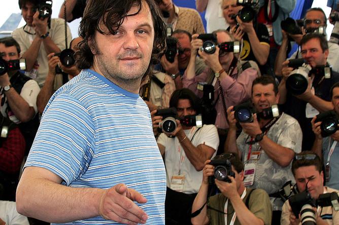 Эмир Кустурица перед показом своего фильма «Жизнь как чудо» на 57-м Каннском кинофестивале, 2004 год