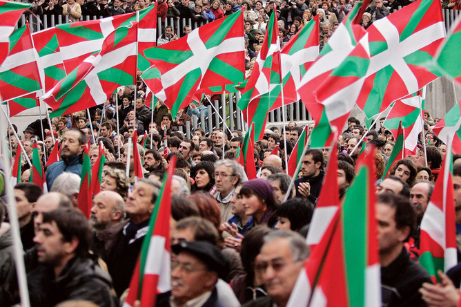 Митинг сторонников баскской независимости в знак протеста против решения суда о запрете запланированного съезда объявленной вне закона сепаратистской партии «Батасуна», 2006 год