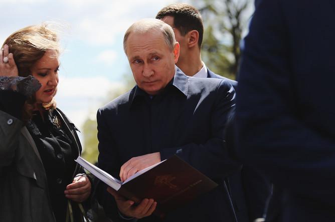 Президент России Владимир Путин на церемонии открытия памятного креста в честь убитого князя Сергея Александровича в Кремле, 4 мая 2017 года
