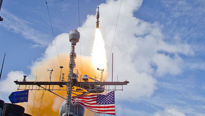 Запуск ракеты SM-3 с крейсера ВМС США USS Lake Erie близ Гавайев, 2013 год