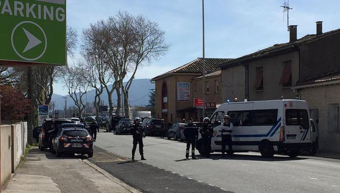 Ситуация у супермаркета Super U в округе Каркасон на юге Франции, где вооруженный человек захватил...