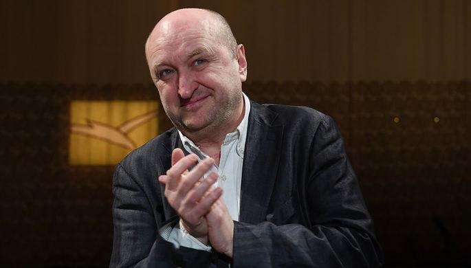 Новый художественный руководитель Сергей Женовач во время представления труппе Московского художественного театра имени А.П. Чехова, 23 апреля 2018 года