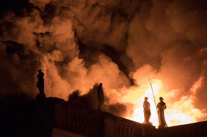 Во время пожара в Национальном музее Бразилии в Рио-де-Жанейро