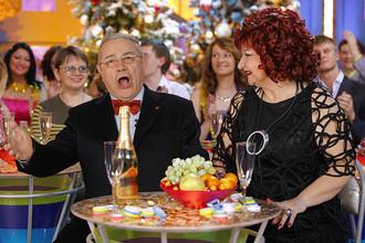 Евгений Петросян с супругой Еленой Степаненко во время съемок новогодней передачи «Голубой огонек», 2009 год