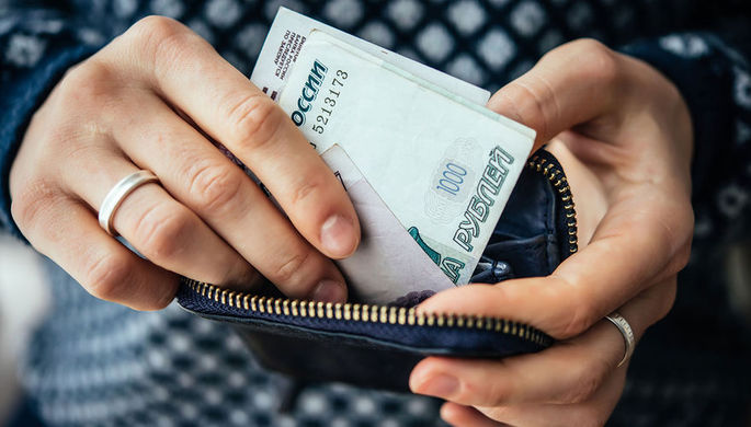 Не снижать: Минтруд рассказал о зарплате в нерабочую неделю