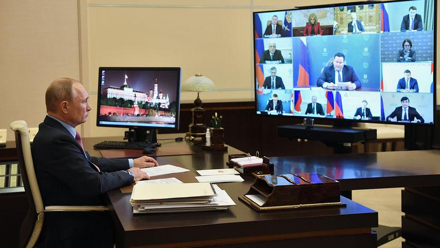 Президент России Владимир Путин в Ново-Огарево проводит совещание в режиме видеоконференции по ситуации на рынке труда, 27 мая 2020 года