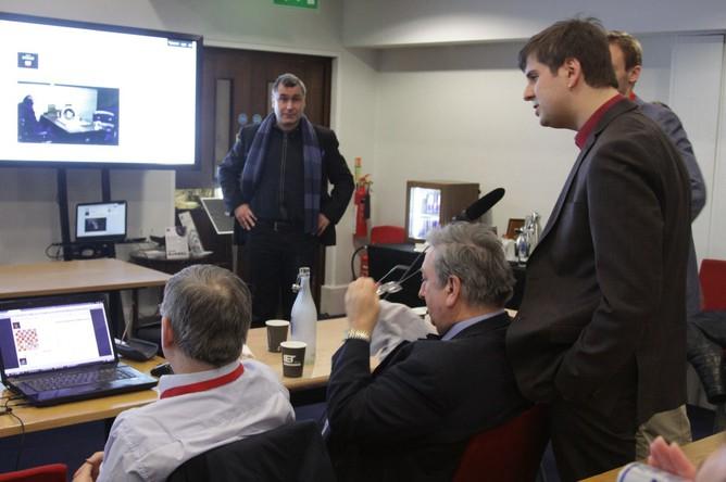 Разбор партии с Петром Свидлером (справа)