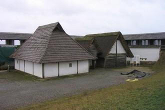 Реконструкция кельтских жилищ в Хойнебурге
