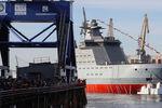 Головной патрульный корабль ледового класса «Иван Папанин» проекта 23550 после спуска наводу напредприятии «Адмиралтейские верфи», 25 октября 2019 года