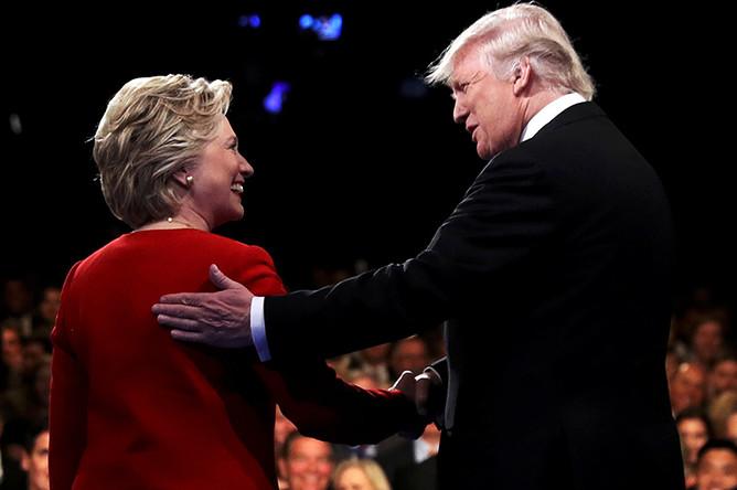 Дональд Трамп и Хиллари Клинтон во время дебатов