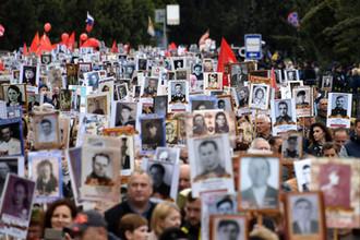 Участники акции «Бессмертный полк» в Керчи, 9 мая 2019 года