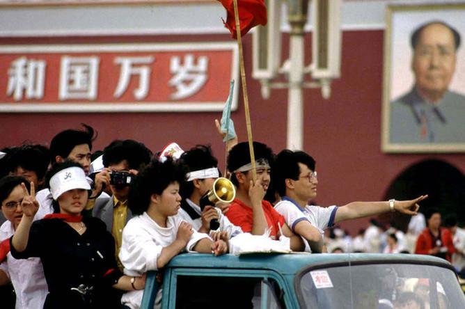 Протестующие студенты на площади Тяньаньмэнь в Пекине, 4 июня 1989 года