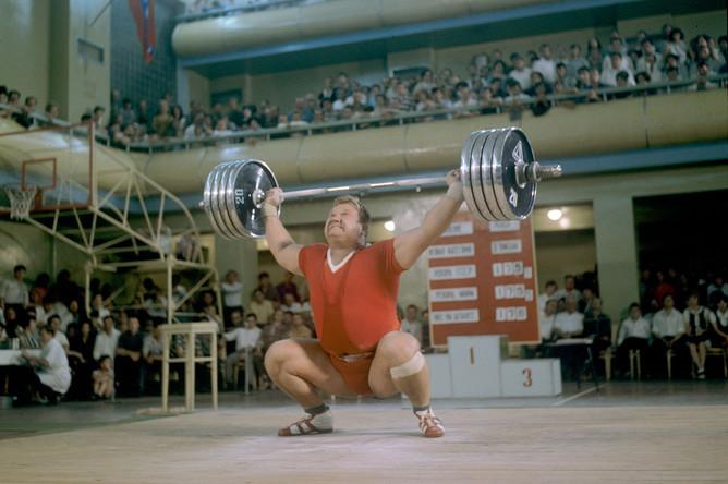 Чемпион и рекордсмен мира в тяжелом весе Леонид Жаботинский (Киев), 1968г.