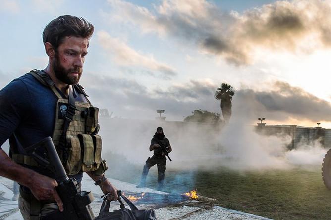 Кадр из фильма «13 часов: Тайные солдаты Бенгази» (2016)