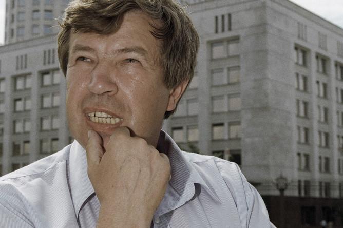 Виктор Анпилов на площади у Белого дома в Москве, 1998 год
