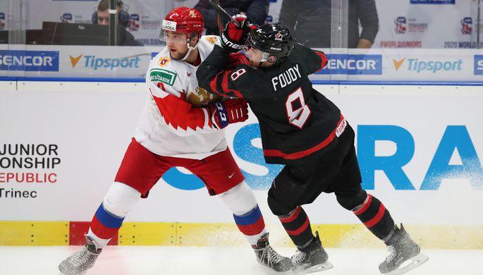 Игрок сборной России Александр Хованов и канадский хоккеист Лиам Фуди