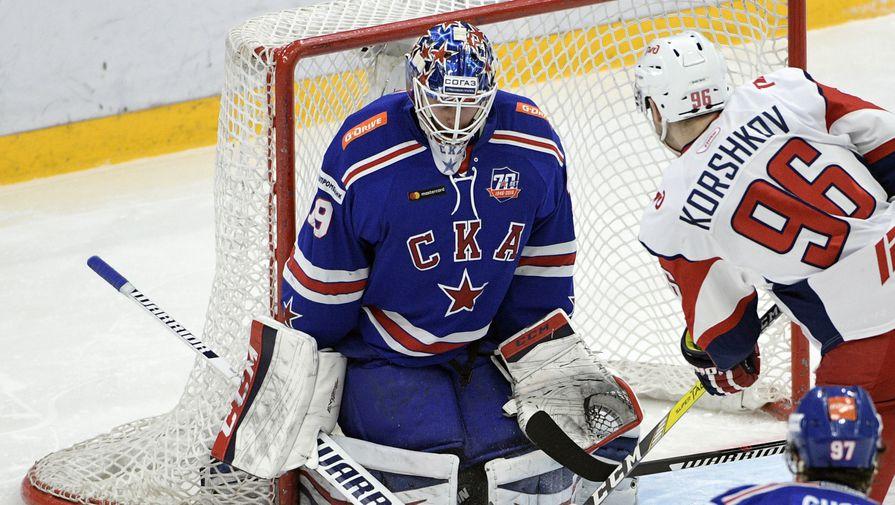 Егор Коршков (№96) не раз продавливал хоккеистов СКА в первых двух матчах, но пока не забросил в...