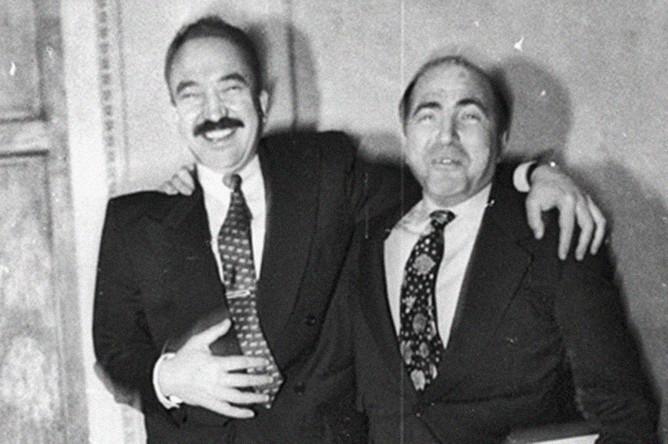 Генеральный директор компании «АвтоВАЗ» Николай Глушков и генеральный директор АО AVVA («Автомобильный альянс») Борис Березовский во время брифинга в Москве, 1994 год