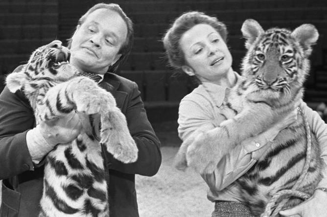 Мстислав и Долорес Запашные с тигрятами, 1980 год